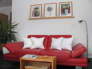 Ein Sitzbereich in der Unterkunft Ferienwohnung Caviezel