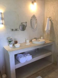 A bathroom at Bonito Paraiso Ilha Grande