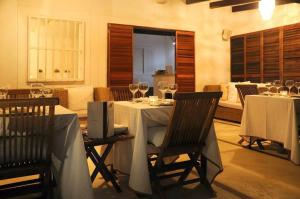 A restaurant or other place to eat at Posada Caracol