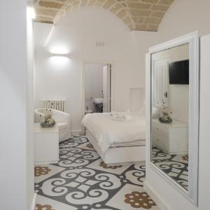 A bed or beds in a room at Sui Tetti Luxury Rooms