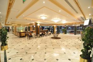 Um restaurante ou outro lugar para comer em Nelover Hotel Ar Rawdah