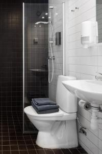 Ett badrum på Hotell Fyrislund