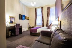A bed or beds in a room at The Duke of Edinburgh Hotel & Bar