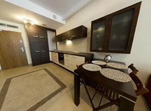 Kuchnia lub aneks kuchenny w obiekcie Apartamenty Olimpic
