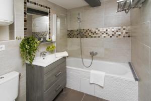A bathroom at My Nest Inn Paris Panthéon - 31m2 - 2min du Panthéon