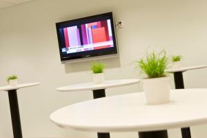 Télévision ou salle de divertissement dans l'établissement Hotel Micro