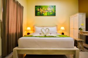 A bed or beds in a room at The Rani Garden Bed & Breakfast