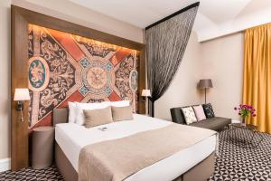 A bed or beds in a room at Hotel Moments Budapest