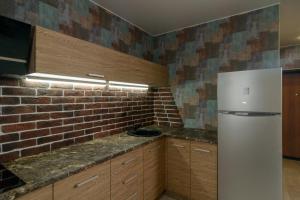 Кухня или мини-кухня в Апартаменты Космос на Морозова
