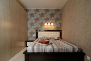 Кровать или кровати в номере Апартаменты Космос на Морозова