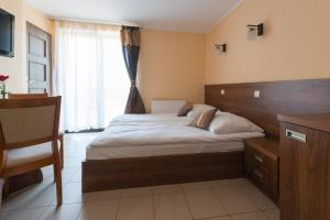 Łóżko lub łóżka w pokoju w obiekcie Willa Czaruś