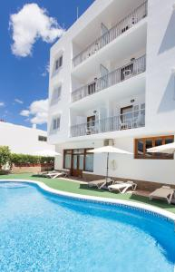Piscina di Apartamentos Sofía Playa Ibiza o nelle vicinanze