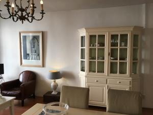 Een zitgedeelte bij La Perle Apartment