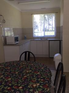 A kitchen or kitchenette at Snowy River Lodge Motel
