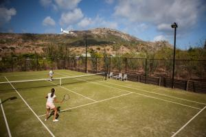 Tennis and/or squash facilities at Lizard Island Resort or nearby