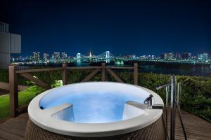 The swimming pool at or close to Hilton Tokyo Odaiba