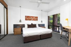 A bed or beds in a room at Beachside Beauty at Sapphire Beach