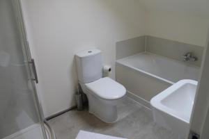 A bathroom at Riverside Guest House