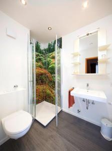 A bathroom at Hotel - Restaurant Zur Post