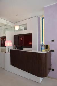 A kitchen or kitchenette at Hotel Perla Dello Ionio