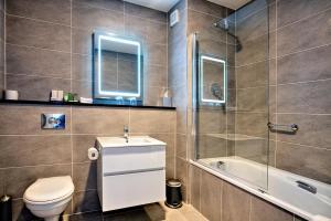 A bathroom at Sandymount Hotel