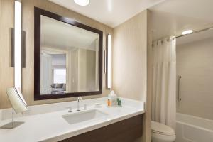 A bathroom at Hilton San Francisco Union Square