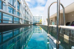 The swimming pool at or near Novotel RJ Porto Atlantico