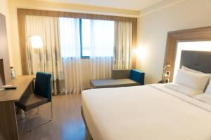 A bed or beds in a room at Novotel RJ Porto Atlantico