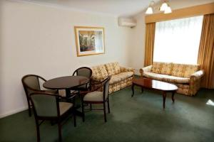 A seating area at Elizabethan Lodge