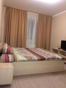 Кровать или кровати в номере Apartment on Gubkina 17