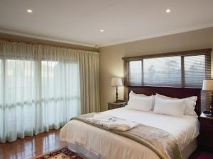 A bed or beds in a room at Whispering Waters