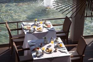 Frukostalternativ för gäster på Port Royal Villas and Spa - Adults Only