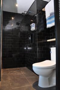 A bathroom at Padang-Padang Inn