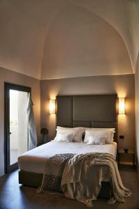 A bed or beds in a room at Sikelia Luxury Hotel
