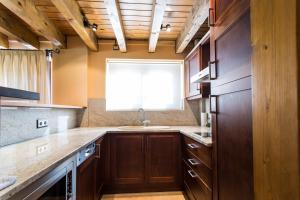 A kitchen or kitchenette at Apartaments Gran Vall