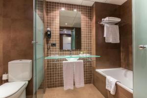 A bathroom at Eurostars Rey Fernando