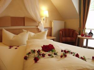 A bed or beds in a room at Akzent Hotel Franziskaner
