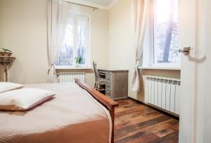 Кровать или кровати в номере Стильная уютная квартира на Красной