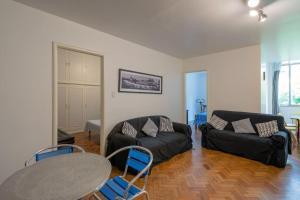 Uma área de estar em Apartamento em Copacabana