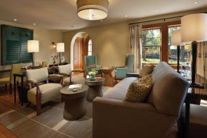 A seating area at Hotel Parq Central Albuquerque