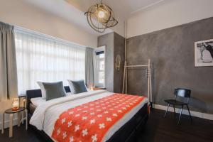 A bed or beds in a room at Kloosterhotel de Soete Moeder