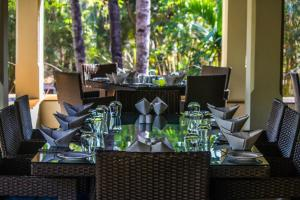 A restaurant or other place to eat at Coconut Creek Resort