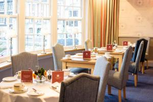 A restaurant or other place to eat at The Royal Castle Hotel