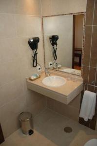A bathroom at Hostal Los Coronales