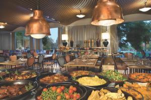 מסעדה או מקום אחר לאכול בו ב-ישרוטל פונדק רמון