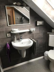 A bathroom at Pension Ulrich