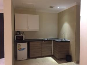A cozinha ou cozinha compacta de Asfar Plaza Hotel & Apartments