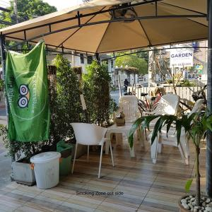 A restaurant or other place to eat at Chiangmai Gate Capsule Hostel Dormitory