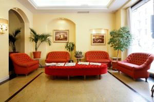 Zona de hol sau recepție la Hotel Terminal