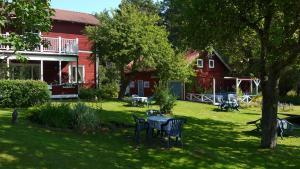 En trädgård utanför Johannisdals Cafe and B&B